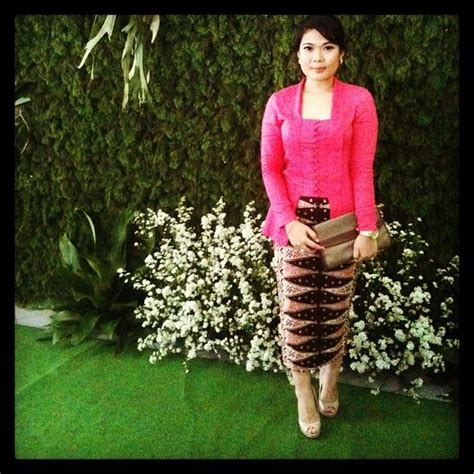 New Atasan Kebaya Encim Motif Bunga Putih 14 best images about s fashion kebaya kutubaru on