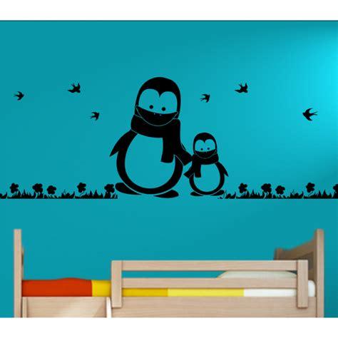 kinderzimmer bild pinguin wandtattoo kinderzimmer pinguine mit schal outdoor