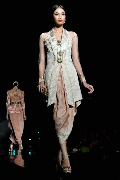 pin kebaya modern festivals in kebaya modern nan glamor era soekamto indonesian kebaya