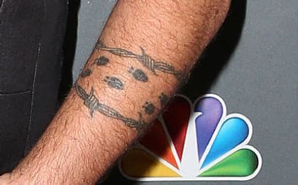 blake shelton tattoo probably say pictures to pin on