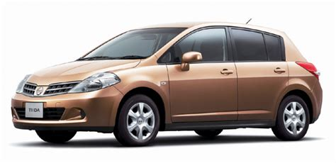 nissan tiida hatchback black nissan tiida hatchback reviews prices ratings with