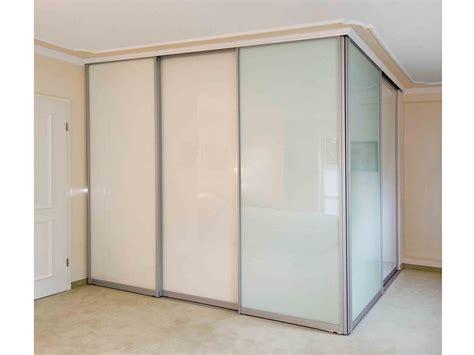 schrank in schräge wohnzimmer gem 252 tlich grau wei 223 braun
