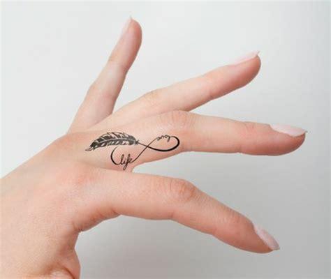 tattoo family finger 1001 id 233 es pour un tatouage doigt du style minimaliste