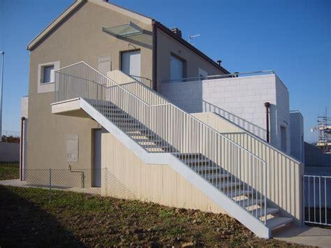 rivestimenti terrazze esterne oltre 25 fantastiche idee su scale esterne su