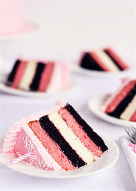 what shade of frosting for over 50 neapolitan 5 layer birthday cake with strawberry frosting