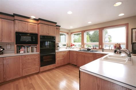 kitchen cabinets crown molding laminate countertops