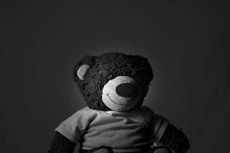 imagenes emo en blanco y negro fondo de pantalla de oso peluche juguete suave en
