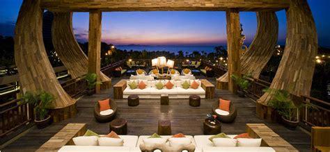 Beach themed dining