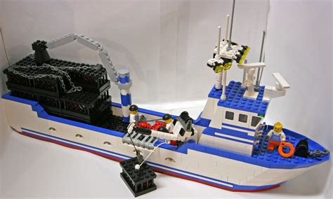 Yacht Sinks by Lego System Boats 574