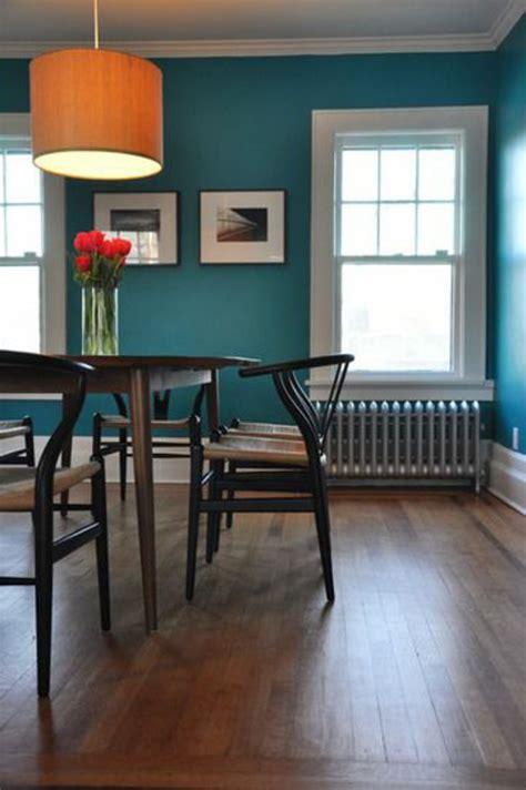 grüne lederstühle ideen f 252 rs wohnzimmer in grau braun