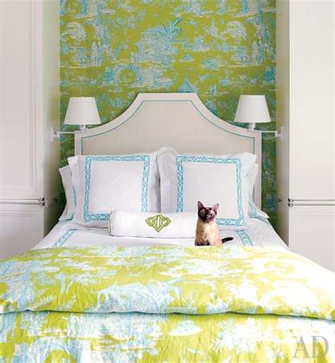 lime green bedroom decor blue chinoiserie wallpaper design ideas