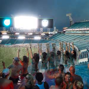 Jaguars Poolside Cabanas 904 Happy Hour Article The Pools At Everbank Field