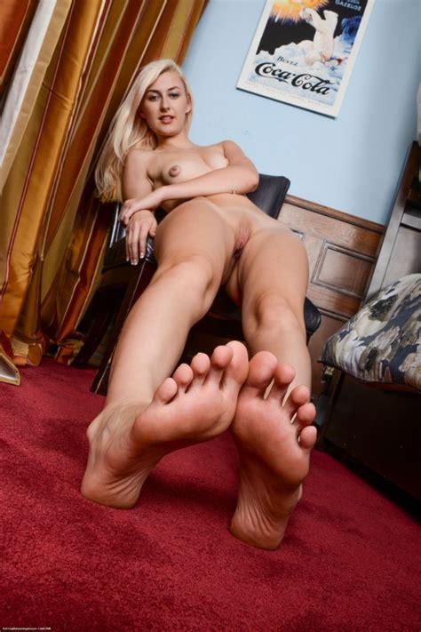 alexa grace shows off her big feet and nice ass