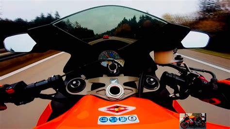 Motorrad Bmw Vs Honda by Bmw M5 Vs Motorrad Honda Cbr 1000 Rr 300 Km H High Speed