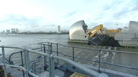 thames barrier how often is it used thames barrier breaks closure record bbc news