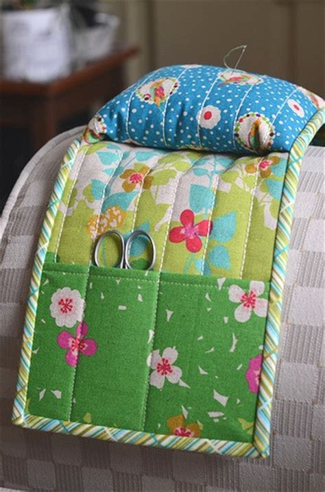 a pincushion caddy for your favorite armchair quilting