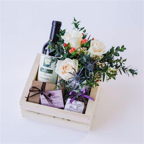 Gelang Monet Mutiara field of flowers keepsake box flower fizzy gift box by quintessentially notonthehighstreet