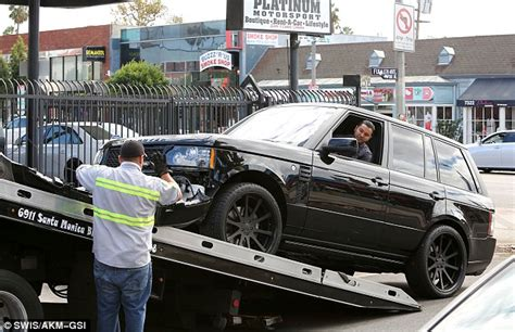Adelaide Range Rover Crash Repair - david beckham s range rover sport picked up following car