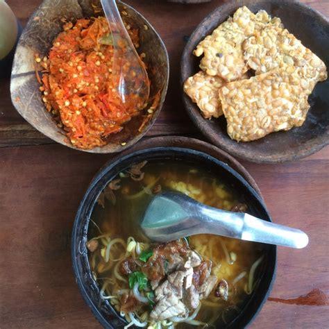 Mangkuk Bakso lagi ngehits ini 5 makanan yang disajikan dalam batok kelapa