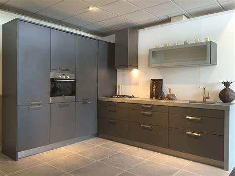 keuken antraciet antraciet kleurige maxi line keuken met 7cm dik composiet