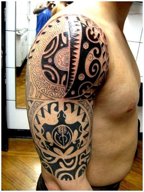 tatouage homme omoplate