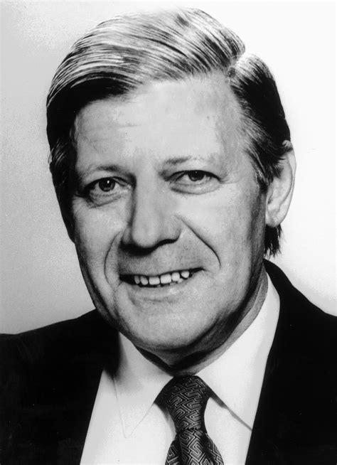 Tabellarischer Lebenslauf Helmut Schmidt File Verteidigungsminister Helmut Schmidt Jpg Wikimedia Commons