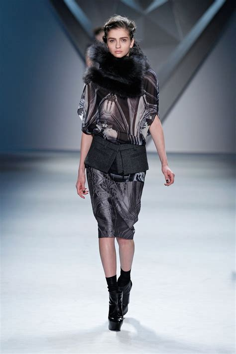 Ready Cape Top Balotelly 17 best images about vera wang collection ready to wear fall 2012 on columns lace
