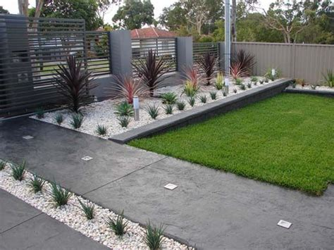 Simple Garden Landscaping Ideas 17 Best Ideas About Small Front Gardens On