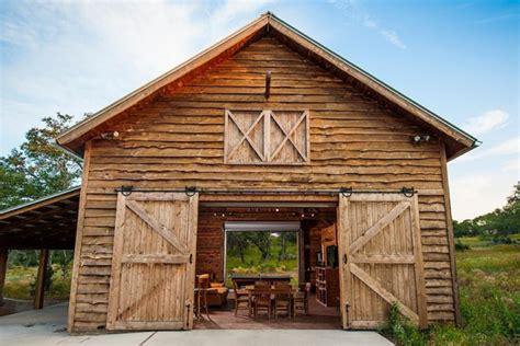 Construire Une Grange by R 233 Novation Maison Et Grange Par Heritage Barns