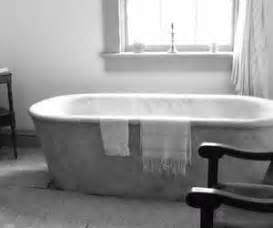how to remove paint from a bathtub how to remove paint from the bathtub bathroom appliances