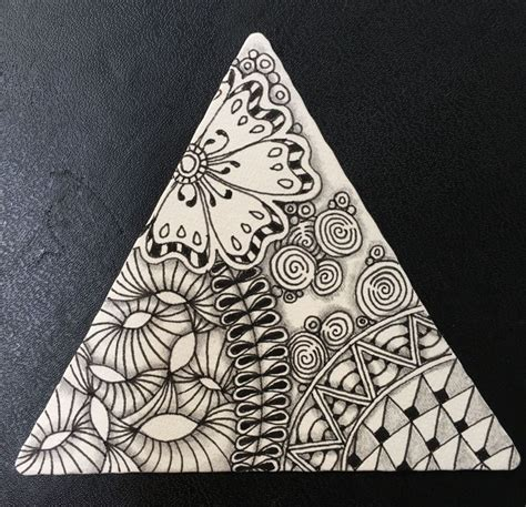 zentangle triangle pattern 35 best zentangle triangles images on pinterest
