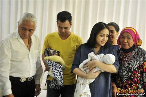 Sticker Keluarga Besar Generasi Fkppi aqiqah rafathar putra raffi ahmad dihadiri 4 generasi