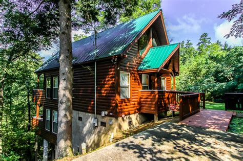 vrbo pigeon forge 4 bedroom this cabin has it all size luxury secluded vrbo
