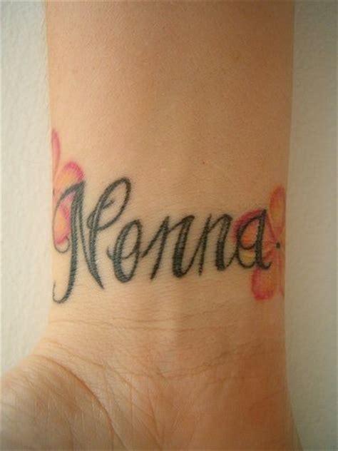 tatuaggi lettere sul polso tatuaggi sul polso 145 disegni inediti