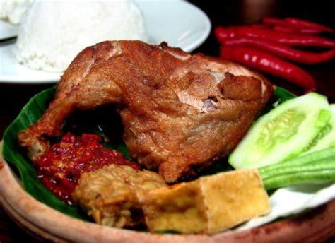 seratus tempat makan khas  semarang sejarah cita rasa