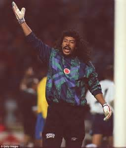 portiere colombia rene higuita wowed the world with his scorpion kick