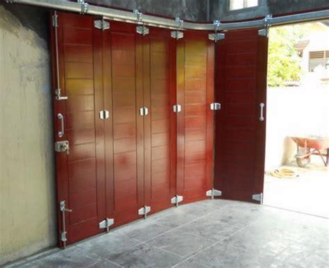 desain pintu gudang gambar desain pintu garasi lipat unik terbaru 2016