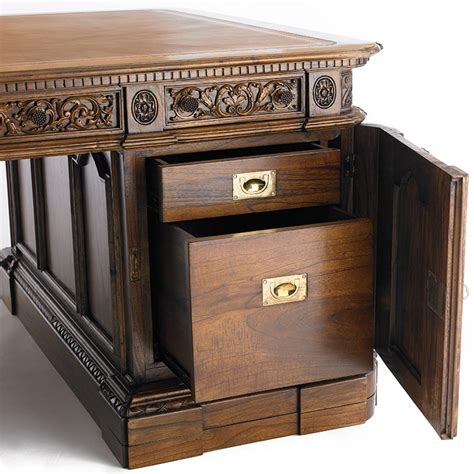 American President S Resolute Desk The History Company White House Oval Office Desk