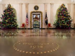Christmas House Decorations white house christmas tour 2015 white house christmas 2015 hgtv