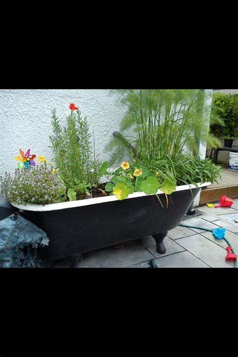 bathtub planters 48 best bath tub planter images on pinterest backyard