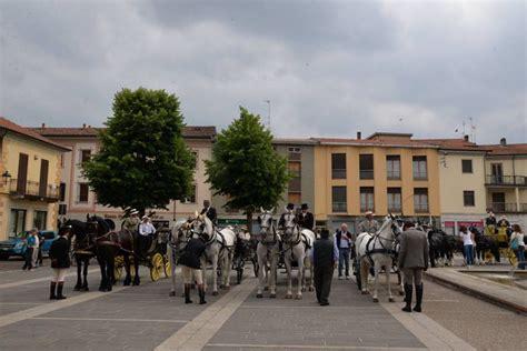le carrozze d epoca sfilano le carrozze d epoca a mede gruppo italiano attacchi
