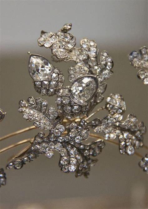 Du Tiara les 1419 meilleures images du tableau tiaras sur peignes bijoux royaux et couronnes