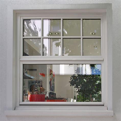 sprossenfenster klassisches holz schiebefenster  weiss