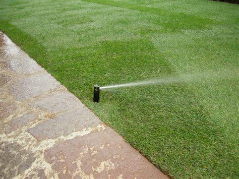 impianto di irrigazione giardino come progettare un impianto di irrigazione interrato