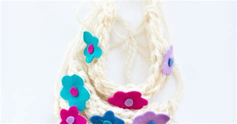 how to make finger knit flowers diy finger knit flower crown and necklace craft for