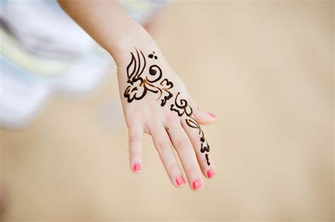 henna tattoo on hand tumblr henna in dubai entouriste