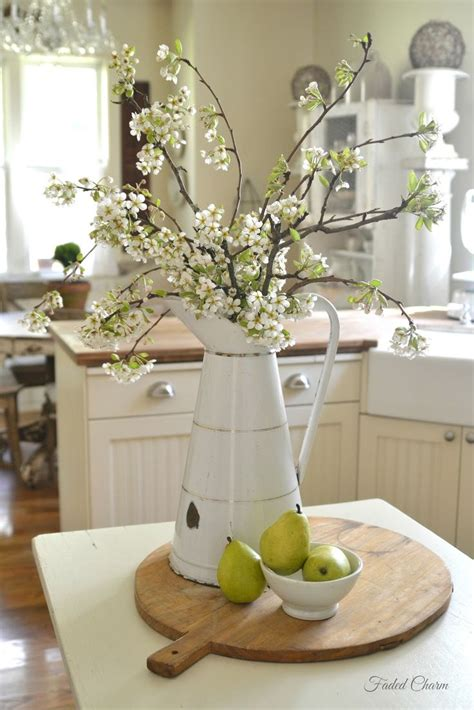 kitchen table centerpieces 25 best ideas about everyday table centerpieces on