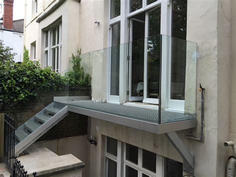 Equip Glass Panel Balcony Design