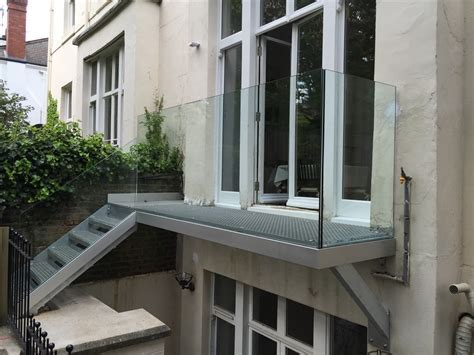 Equip Glass Panel Balcony Design