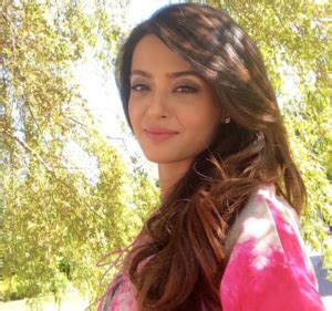 surveen chawla family surveen chawla biography height weight age affair